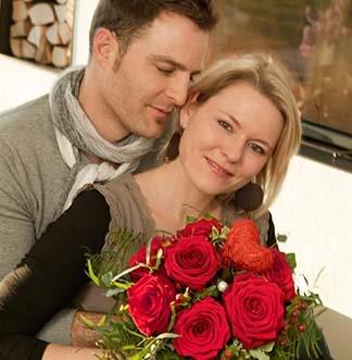 Paar mit Rosen - Blumen Bergmann